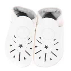 Chaussons en cuir souple: blanc à découpe étoile